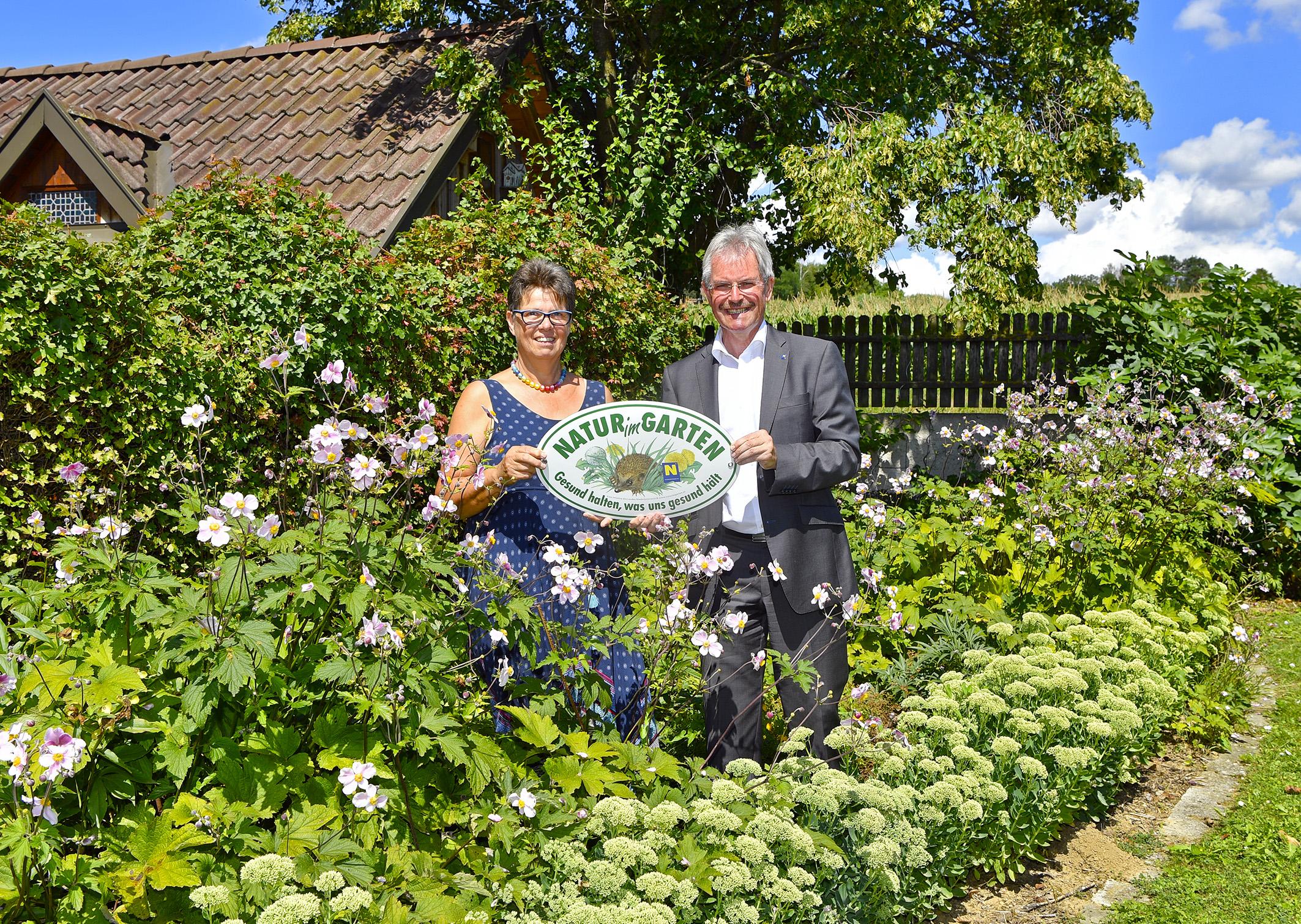 15 000 Ste Natur Im Garten Plakette Ubergeben Willkommen Auf